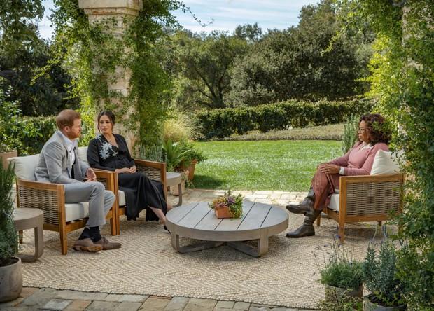 Hoàng tử Harry gây sốc khi lần đầu đích thân nói về lý do rời bỏ Hoàng gia Anh có liên quan đến Meghan Markle trong buổi phỏng vấn Một Lần Kể Hết - Ảnh 1.