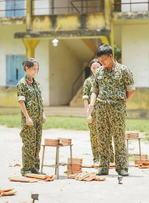 Hậu Hoàng hả hê khi được netizen chế ảnh trả đũa Mũi trưởng Long về vụ chặt ngói - Ảnh 1.