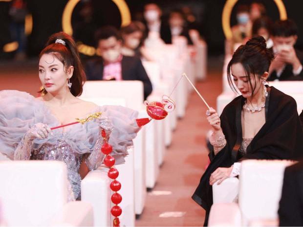 """Dàn mỹ nhân chung khung hình ở Đêm Weibo: Angela Baby, Dương Mịch và Triệu Lệ Dĩnh so kè, Trương Vũ Kỳ chấp luôn nhờ """"bức tử"""" vòng 1 - Ảnh 9."""