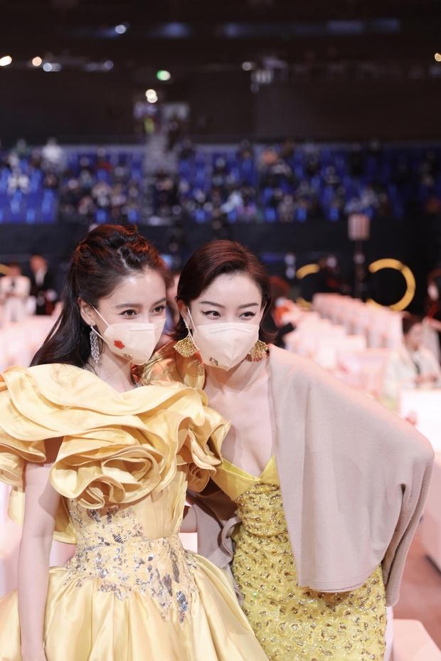 """Dàn mỹ nhân chung khung hình ở Đêm Weibo: Angela Baby, Dương Mịch và Triệu Lệ Dĩnh so kè, Trương Vũ Kỳ chấp luôn nhờ """"bức tử"""" vòng 1 - Ảnh 6."""
