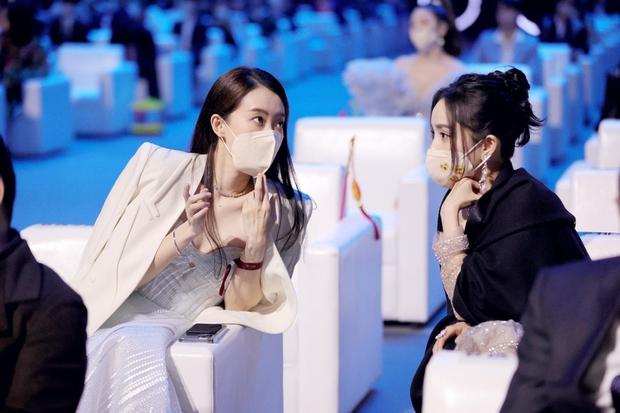 """Dàn mỹ nhân chung khung hình ở Đêm Weibo: Angela Baby, Dương Mịch và Triệu Lệ Dĩnh so kè, Trương Vũ Kỳ chấp luôn nhờ """"bức tử"""" vòng 1 - Ảnh 8."""