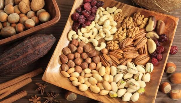Người đàn ông 51 tuổi ăn chay trường hơn 2 năm thì bị nhồi máu não, đây là 3 loại thực phẩm làm tăng mỡ máu hơn cả chất béo - Ảnh 2.
