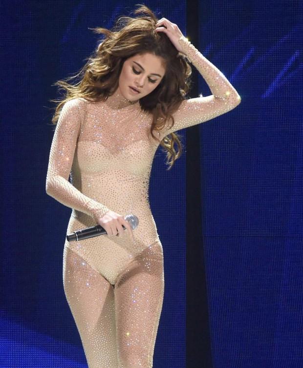 Ảnh hậu trường cam thường của Selena Gomez đang khiến dân tình phát cuồng, spotlight đổ dồn vào body đẹp nức nở - Ảnh 6.