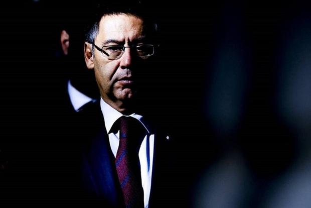 Nóng: Cảnh sát bắt giữ cựu Chủ tịch Bartomeu và 4 quan chức Barca, tìm chứng cứ về chiến dịch bôi nhọ Messi - Ảnh 1.