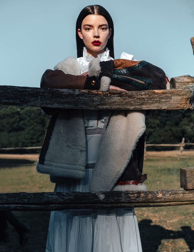 Anya Taylor-Joy là ai mà rung chuyển cả Hollywood vì quá đẹp? Visual như báu vật, vòng 1 bức thở, choáng nhất ảnh chụp vội - Ảnh 8.