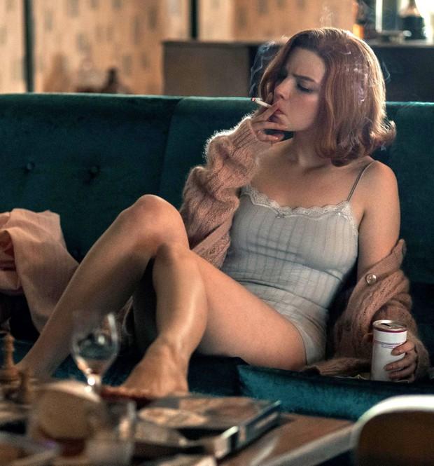 Anya Taylor-Joy là ai mà rung chuyển cả Hollywood vì quá đẹp? Visual như báu vật, vòng 1 bức thở, choáng nhất ảnh chụp vội - Ảnh 19.