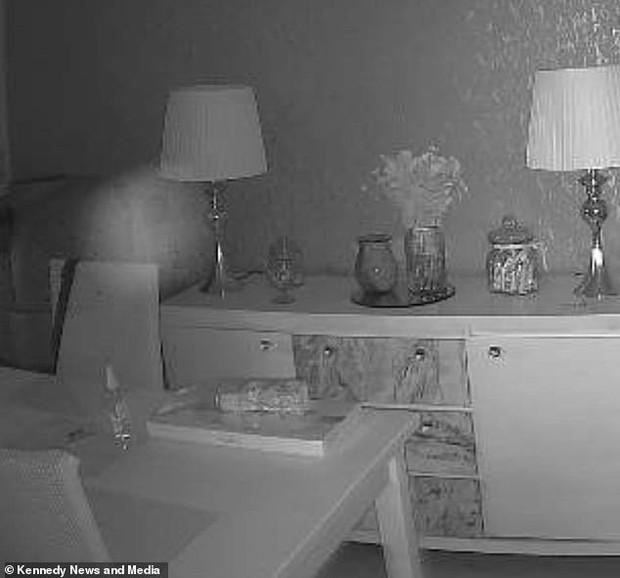 Luôn cảm thấy như có ai đó trong nhà, cặp đôi kiểm tra camera rồi rùng mình phát hiện bóng dáng người phụ nữ cùng loạt hiện tượng khó giải thích - Ảnh 3.