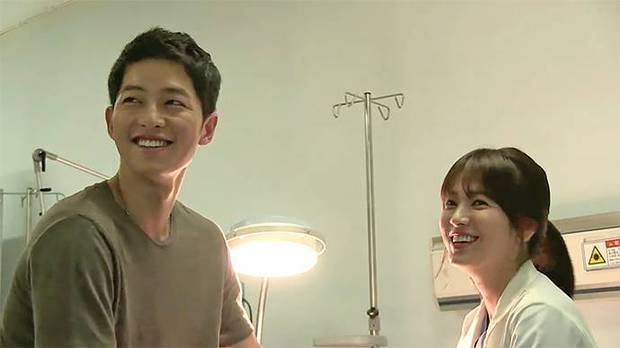 Sau Song Hye Kyo, lâu lắm mới có bạn diễn thân mật với Song Joong Ki thế này: Hết cười đùa lại chụp ảnh riêng, liệu có mờ ám? - Ảnh 12.