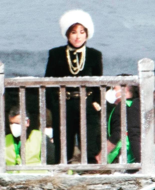Ai bảo đây là Lady Gaga chứ netizen Việt nhìn góc nào cũng thấy ca sĩ Phi Nhung mà! - Ảnh 5.