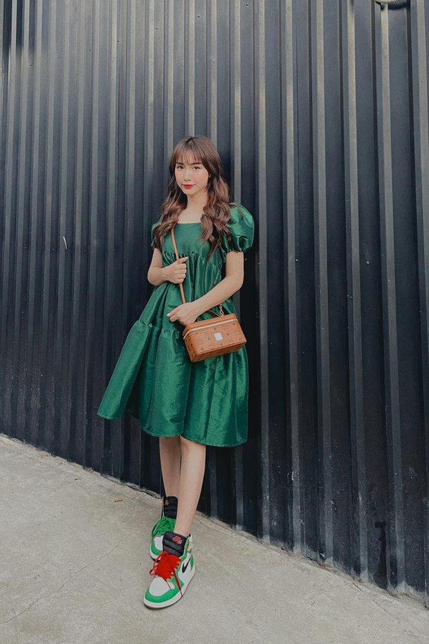"""Instagram look của sao Việt: Ngọc Trinh thất thế vì vòng 1 """"bay màu"""", trái ngược Amee sexy tới ná thở - Ảnh 2."""
