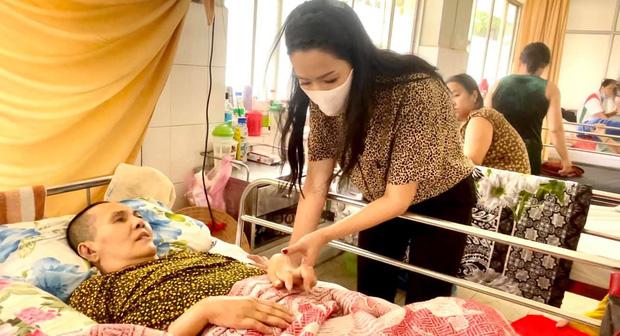 NS Hoàng Lan 7 tháng nằm trên giường bệnh không người thân chăm sóc, Trịnh Kim Chi xót xa kêu cứu giúp - Ảnh 3.