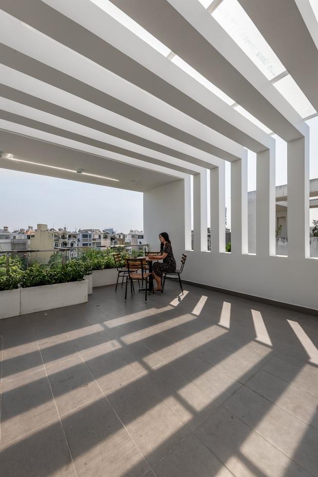 Giá đất đắt đỏ, gia đình đông thế hệ ở Sài Gòn quyết xây nhà phố có một không hai, 18 giờ tối vẫn chưa phải bật điện - Ảnh 11.