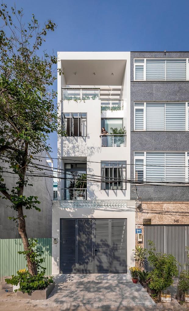 Giá đất đắt đỏ, gia đình đông thế hệ ở Sài Gòn quyết xây nhà phố có một không hai, 18 giờ tối vẫn chưa phải bật điện - Ảnh 1.