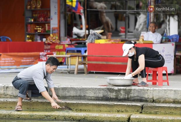 Chùm ảnh: Người dân phấn khởi dọn dẹp, chuẩn bị đò giang để chờ ngày đón khách trở lại Chùa Hương - Ảnh 4.