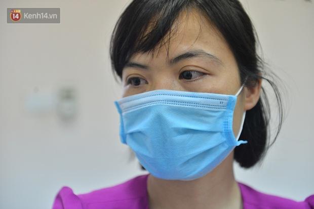 Bác sĩ rơi nước mắt khi chứng kiến bé trai bị bỏ rơi vào ngày 29 Tết được đón về nhà mới - Ảnh 5.