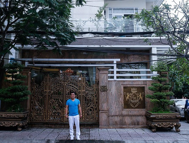 Ông vua màn bạc thập niên 90 vẫn còn độc thân, sống trong căn biệt thự 700m2 tại TP.HCM - Ảnh 1.