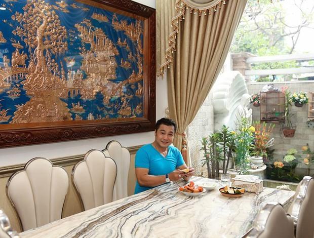 Ông vua màn bạc thập niên 90 vẫn còn độc thân, sống trong căn biệt thự 700m2 tại TP.HCM - Ảnh 3.