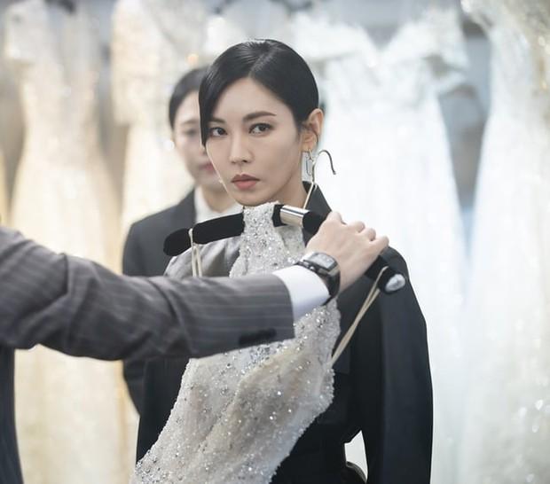 Lăn giường chán chê mới được cưới, sao biểu cảm của cô dâu Seo Jin (Penthouse 2) lại cay cú thế nhỉ? - Ảnh 2.