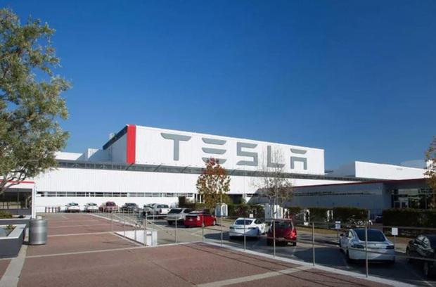 Hệ thống camera trong các nhà máy Tesla bị tin tặc xâm phạm - Ảnh 1.