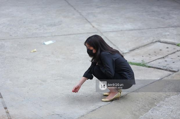 Lễ cúng thất phù thuỷ trang điểm Minh Lộc: Vợ chồng Đông Nhi khóc nấc, HH Đặng Thu Thảo, Lý Nhã Kỳ và dàn sao Vbiz suy sụp tiễn đưa - Ảnh 9.