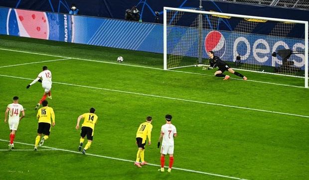 6 phút điên rồ ở Champions League - Ảnh 12.