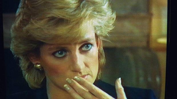 Sao chép Công nương Diana trong cuộc phỏng vấn bom tấn, Meghan Markle đang chịu chung nỗi khổ với mẹ chồng quá cố hay lợi dụng hào quang để nổi tiếng? - Ảnh 3.