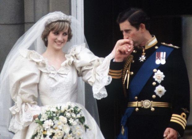 Sao chép Công nương Diana trong cuộc phỏng vấn bom tấn, Meghan Markle đang chịu chung nỗi khổ với mẹ chồng quá cố hay lợi dụng hào quang để nổi tiếng? - Ảnh 6.