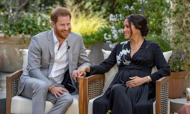 Sao chép Công nương Diana trong cuộc phỏng vấn bom tấn, Meghan Markle đang chịu chung nỗi khổ với mẹ chồng quá cố hay lợi dụng hào quang để nổi tiếng? - Ảnh 7.