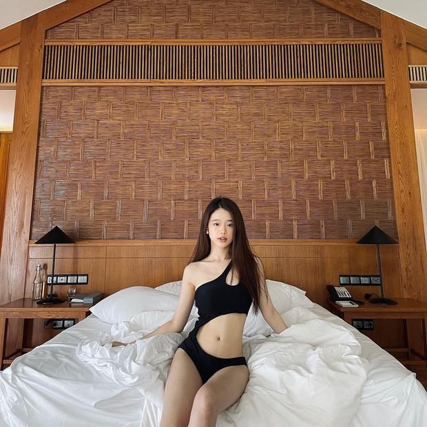 Hè chưa tới mà hội gái xinh Gen Z đã đốt đường đua bikini khét lẹt - Ảnh 17.