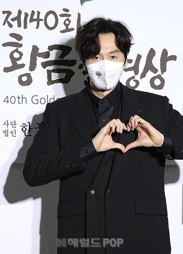 Lee Kwang Soo mang cả điệu nhảy cót két lên thảm đỏ, tấu hài thế này chỉ có thể là Hoàng tử châu Á! - Ảnh 7.