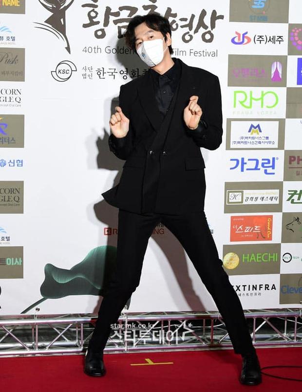 Lee Kwang Soo mang cả điệu nhảy cót két lên thảm đỏ, tấu hài thế này chỉ có thể là Hoàng tử châu Á! - Ảnh 6.