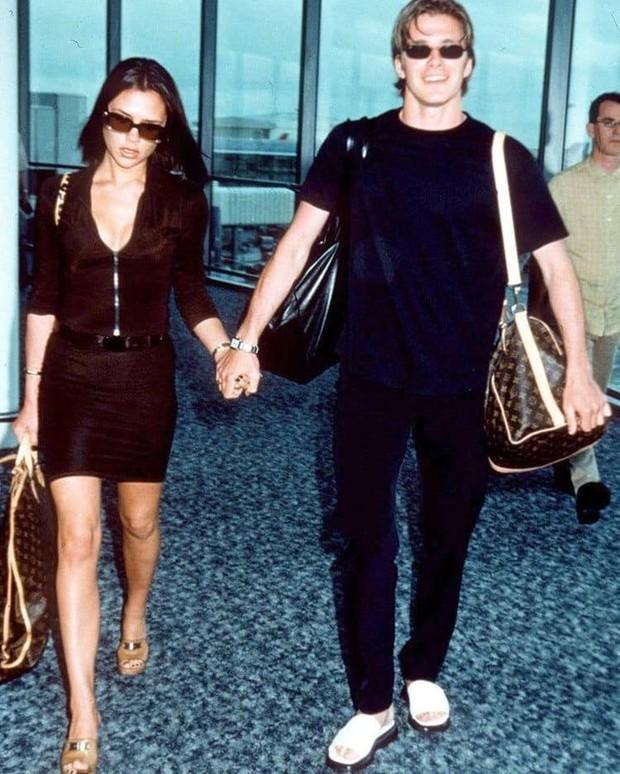 Mê mẩn bộ ảnh tay trong tay của vợ chồng David Beckham thời thập niên 90s, khớp lệnh từ visual, thần thái đến thời trang! - Ảnh 13.