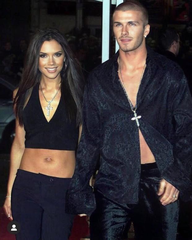 Mê mẩn bộ ảnh tay trong tay của vợ chồng David Beckham thời thập niên 90s, khớp lệnh từ visual, thần thái đến thời trang! - Ảnh 8.