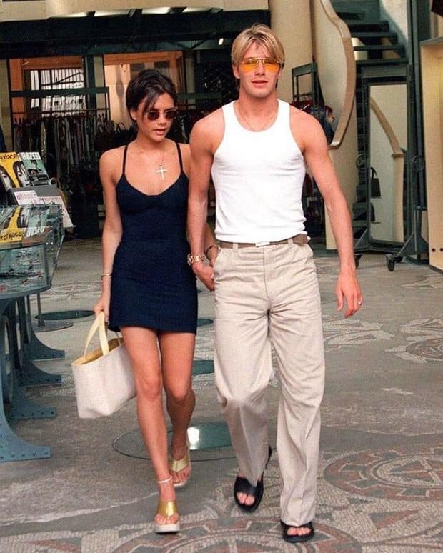 Mê mẩn bộ ảnh tay trong tay của vợ chồng David Beckham thời thập niên 90s, khớp lệnh từ visual, thần thái đến thời trang! - Ảnh 7.