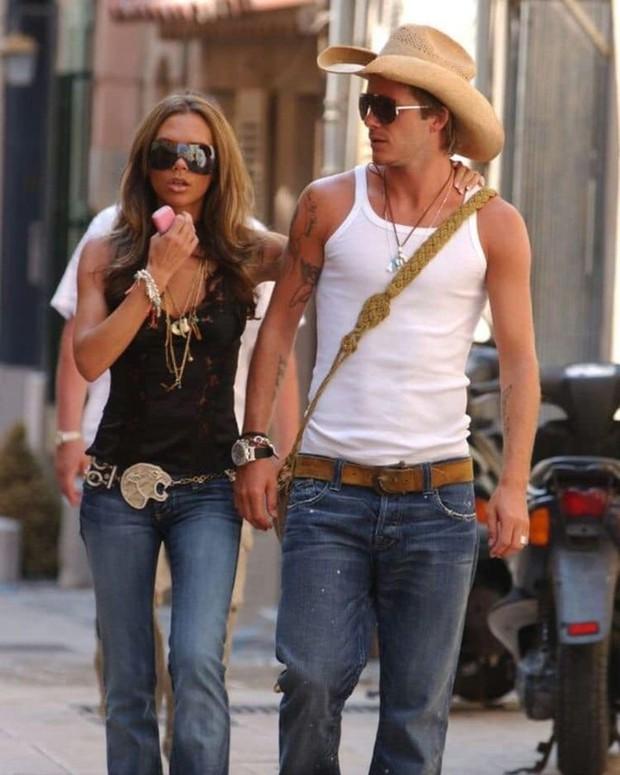 Mê mẩn bộ ảnh tay trong tay của vợ chồng David Beckham thời thập niên 90s, khớp lệnh từ visual, thần thái đến thời trang! - Ảnh 6.
