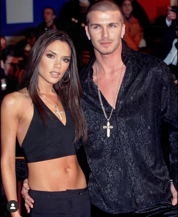 Mê mẩn bộ ảnh tay trong tay của vợ chồng David Beckham thời thập niên 90s, khớp lệnh từ visual, thần thái đến thời trang! - Ảnh 9.