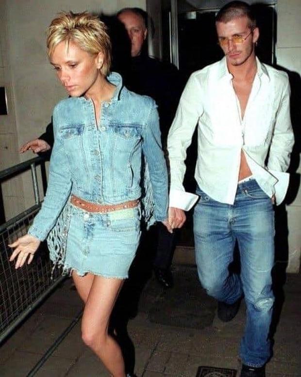 Mê mẩn bộ ảnh tay trong tay của vợ chồng David Beckham thời thập niên 90s, khớp lệnh từ visual, thần thái đến thời trang! - Ảnh 3.