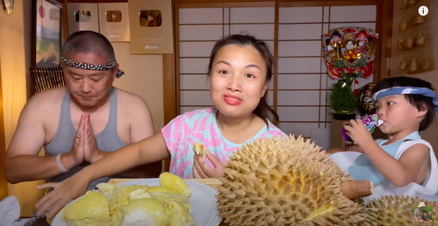 Quỳnh Trần JP ăn sầu riêng kèm với 1 món độc lạ, netizen đồng loạt đòi ói tại chỗ vì quá kinh dị! - Ảnh 2.