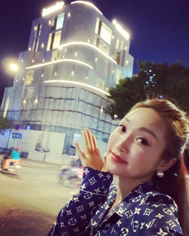Vợ 3 kém 16 tuổi của Chi Bảo: Xinh đẹp sexy, chủ chuỗi thẩm mỹ Lavender giàu nức tiếng và thân với cả dàn sao Vbiz - Ảnh 13.