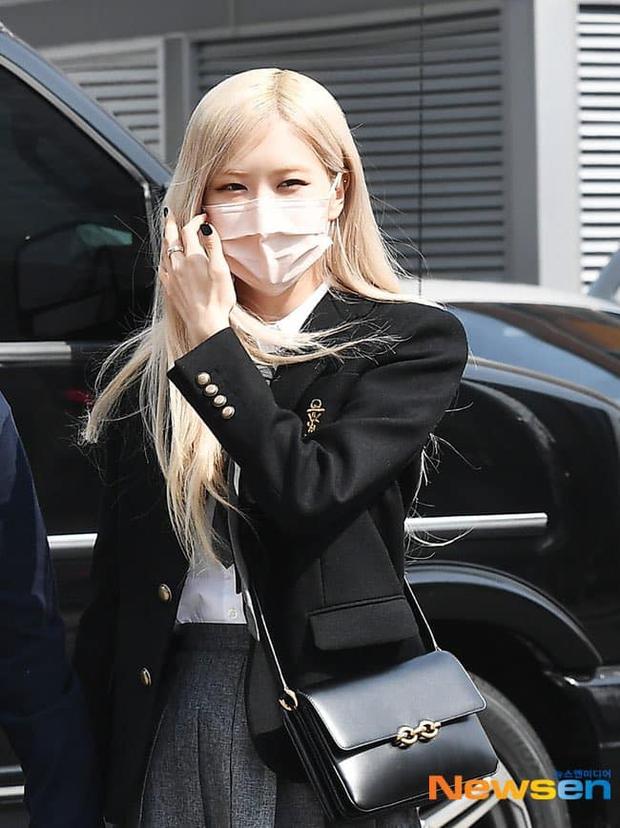 Rosé (BLACKPINK) - Hyeri gây sốt trên đường đi làm: Xinh và sang như rich kid, nhưng bị váy ngắn tố hết khuyết điểm còn đâu - Ảnh 3.