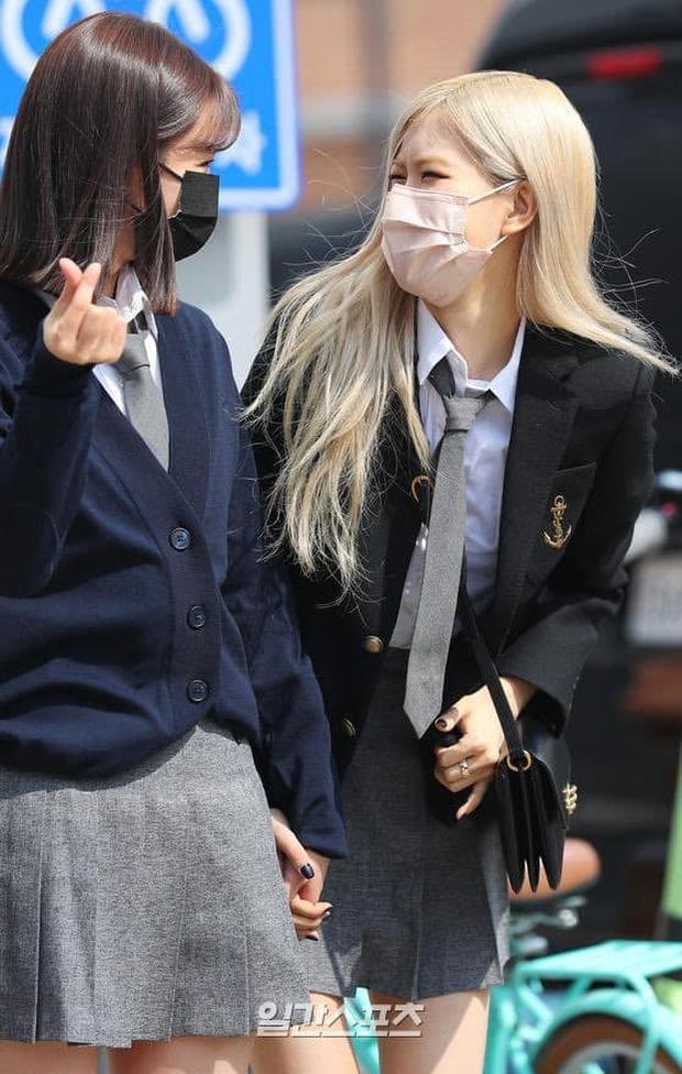 Rosé (BLACKPINK) - Hyeri gây sốt trên đường đi làm: Xinh và sang như rich kid, nhưng bị váy ngắn tố hết khuyết điểm còn đâu - Ảnh 10.