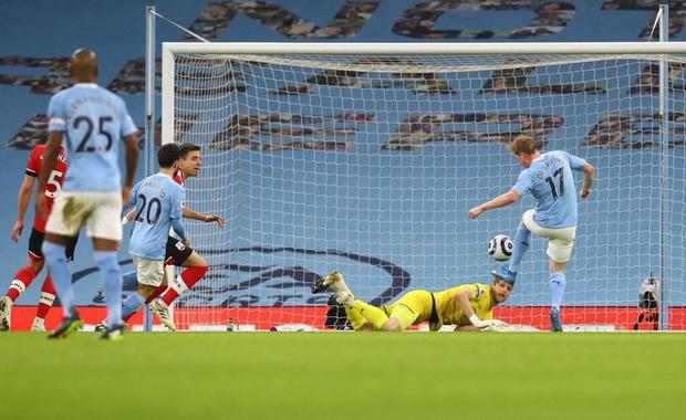De Bruyne và Mahrez mỗi người 2 bàn, Man City huỷ diệt Southampton - Ảnh 1.