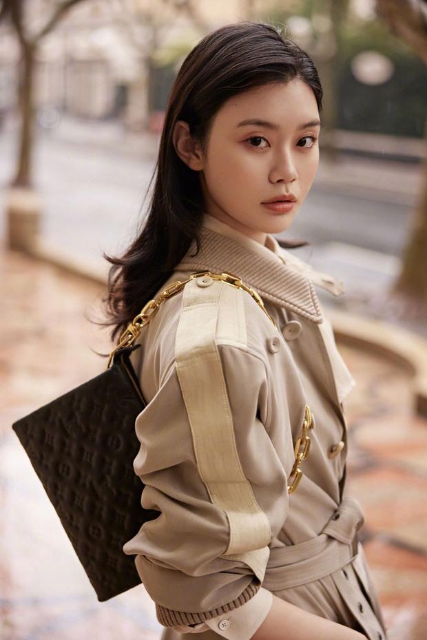 Cuộc sống giàu có của Ming Xi sau khi sinh quý tử: Phóng tay mua hàng hiệu đắt đỏ, bóc giá nghe mà choáng - Ảnh 9.