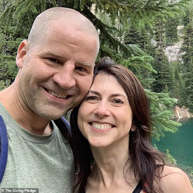 Vợ cũ vừa tái hôn, tỷ phú Amazon đã nhận ngay tin không vui liên quan đến quá khứ ngoại tình, đáng chú ý là hành động của kẻ thứ 3 - Ảnh 3.