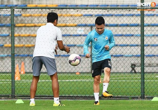 Quang Hải lủi thủi tập riêng, Hà Nội FC giữ tinh thần lạc quan trước trận gặp Hải Phòng - Ảnh 2.