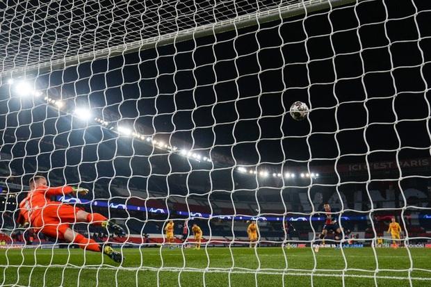 Messi đá hỏng phạt đền, Barca bị loại khỏi Champions League - Ảnh 6.