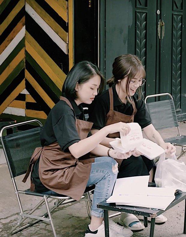 Làm ảo thuật ngay trên livestream, MisThy khiến Linh Ngọc Đàm và fan mắt chữ A, miệng chữ O - Ảnh 7.