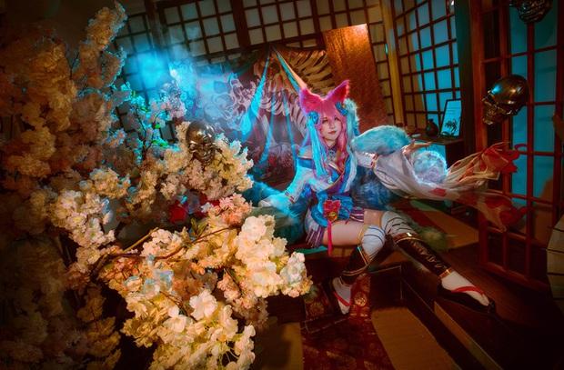 Ngất trên giàn quất với loạt ảnh cosplay Ahri Chiêu Hồn Thiên Hồ do mỹ nhân người Việt hóa thân - Ảnh 6.