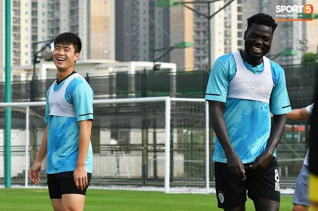 Quang Hải lủi thủi tập riêng, Hà Nội FC giữ tinh thần lạc quan trước trận gặp Hải Phòng - Ảnh 5.