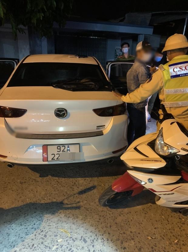 Đà Nẵng: CSGT tương kế tựu kế bắt nhóm thanh niên tàng trữ ma túy trên ô tô chạy quá tốc độ - Ảnh 1.